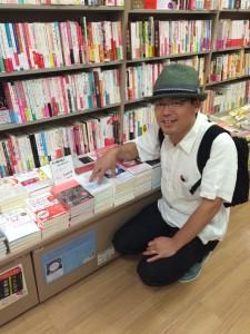 紀伊国屋書店グランフロント店でも平積み。